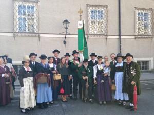 Gruppenfoto 1. Volks- & Historischer Trachtenverein Gnigl